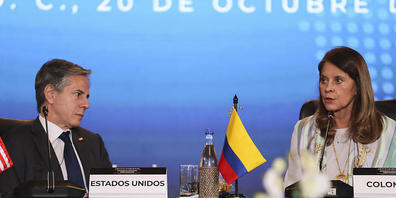 Marta Lucia Ramirez (r), Kolumbiens Vizepräsidentin und Außenministerin und Antony Blinken, Außenminister der USA. Die USA sagen Ländern Mittel für die Aufnahme von Migranten zu. Foto: Luisa Gonzalez/Pool Reuters via AP/dpa