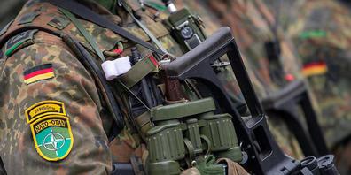 ARCHIV - Fünf Eu-Staaten, darunter Deutschland, starten eine Initiative für eine EU-Eingreiftruppe. Damit soll die EU militärisch unabhängiger von den USA werden. Foto: Monika Skolimowska/dpa-Zentralbild/dpa