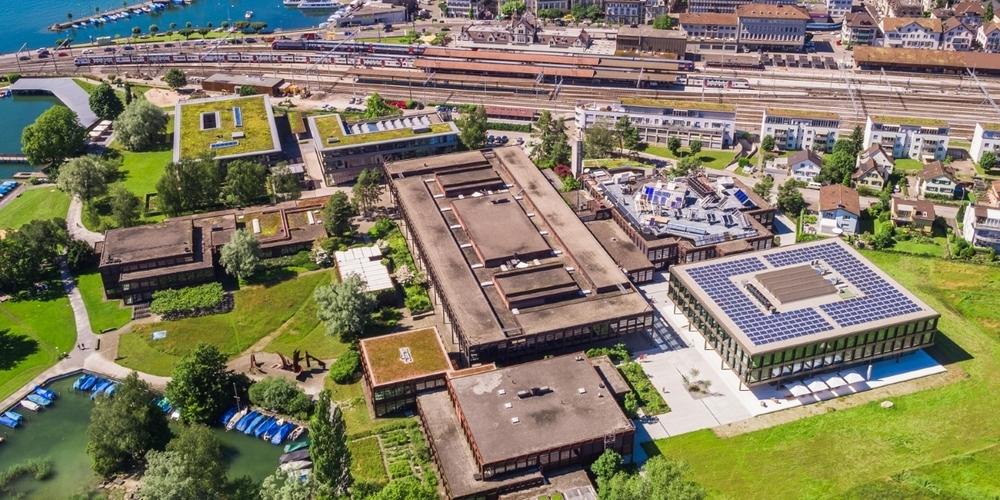 Noch werden die Gebäude der OST am Standort Rapperswil mit potenziell klimaschädlichem Erdgas beheizt.