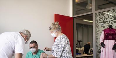 Das Angebot der mobilen Impfteams wurde von den Thurgauer Firmen rege genutzt. 42 Firmen liessen rund 2400 Personen impfen. Am vergangenen Mittwoch leisteten die mobilen Impfequipen ihren vorerst letzten Einsatz. (Archivbild)