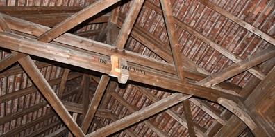 An der Aabachbrücke entstand Sachschaden von rund 6'000 Franken.