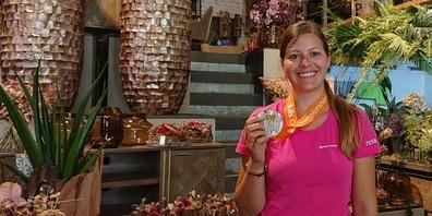 Marlies Hörler, Geschäftsführerin von rosa braun by Blumen Nützi in Wil, gewann die Silbermedaille an der florist.ch-Schweizermeiserschaft 2021.