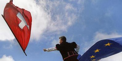 Die Europäische Volkspartei will an ihrem Kongress Mitte November eine Resolution verabschieden. Darin fordert sie die Schweiz und die EU dazu auf, die Verschlechterung der bilateralen Beziehungen zu stoppen und nach Lösungen zu suchen. (Symbolbild)