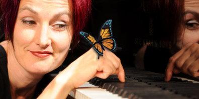 """Esther Hasler mit ihrem Programm """"WILDFANG"""" im Sternenkeller in Rüti ZH"""