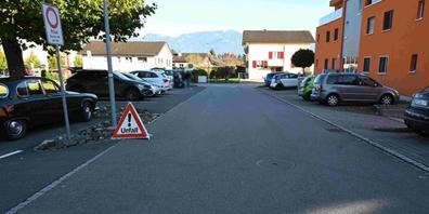 In Altstätten SG geriet ein 5-jähriges Mädchen unter ein Auto und wurde dabei leicht verletzt.