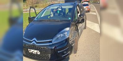 Wegen einer momentanen Unaufmerksamkeit prallte das Auto eines 21-Jährigen in die Mittelleitplanke.