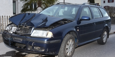 27-Jähriger crasht mit 84-Jähriger und verursacht 10'000 Franken Schaden.
