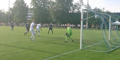 Der Treffer zum Aufstieg von Getuart Asani beim 2:1-Sieg in Bassersdorf.