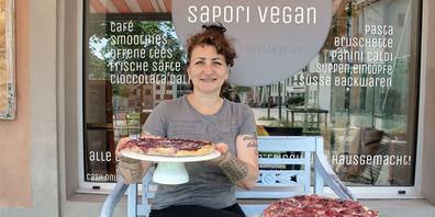 Mit ihrem eigenen veganen Café hat sich Rosetta Ielapi einen Lebenstraum erfüllt. Am liebsten macht sie alles selbst: Vom Einkaufen übers Kochen bis hin zum Putzen.