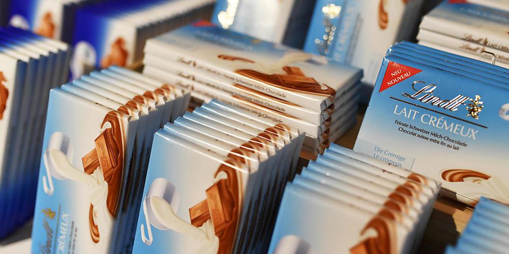Der Schokoladenhersteller Lindt & Sprüngli legt seine beiden italienischen Töchter zusammen. Dadurch kommt es beim Unternehmen zu einem Stellenabbau. (Symbolbild)