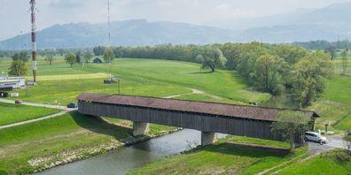 Die altehrwürdige Senderbrücke ist für den heutigen motorisierten Verkehr nicht mehr geeignet