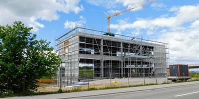 """Das neue Firmengebäude der Pneuhaus und Garage Gerber GmbH, an der """"Gossauer Automeile""""."""