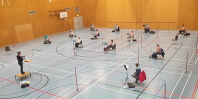 Der Musikverein Galgenen probt mit 15 Personen in der Dreifach-Turnhalle. Andere Vereine wie der Harmonie Musikverein Lachen und die Harmoniemusik Schindellegi-Feusisberg haben weniger Platz zur Verfügung und machen deshalb kleinere Gruppen.