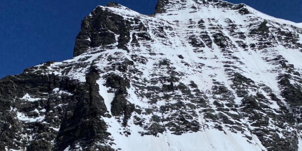 Ein österreichischer Alpinist hat am Combin du Valsorey sein Leben verloren. Der 37-Jährige rutschte in einem schneebedeckten Couloir aus und stürzte 250 Meter in die Tiefe.