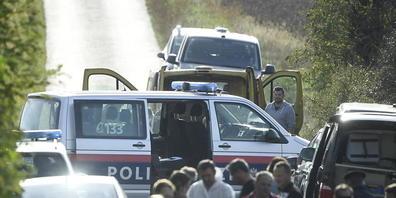 An der österreichisch-ungarischen Grenze sind zwei Flüchtlinge tot in einem Kleinbus entdeckt worden. Foto: Robert Jaeger/APA/dpa