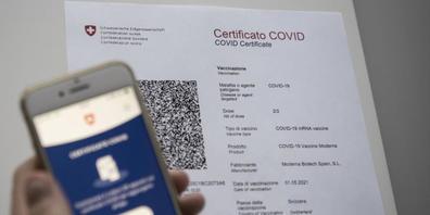 Im Kanton Zürich erhalten Personen, die sich in einer Arztpraxis, einem Heim oder einem Spital gegen Covid-19 impfen liessen, in den kommenden Tagen ihr Covid-Zertifikat per Post. (Symbolbild)