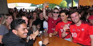 Im Pavillon Blattacker in Heerbrugg wurde die Schweizer Nati frenetisch gefeiert