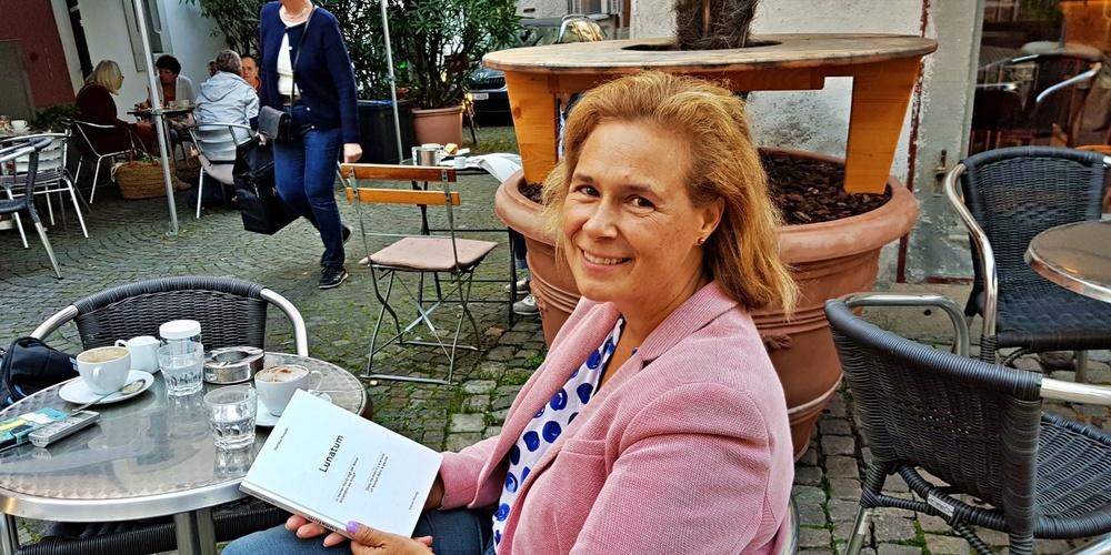 Daniela Huwylers erstes Buch beschäftigt sich mit menschlichen Knochen.