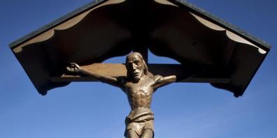 Jesus-Figur am Kreuz auf dem Friedhof in Appenzell. (Archivbild)