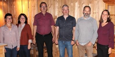 Vorstand (im Bild v.l.): Rahel Eisenring, Brigitte Strasser, Ex-Präsident Hansruedi Baur, Peter Siegrist, neuer Präsident, Peter Mäder, Andrea Bärlocher.