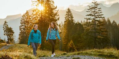 Frauen wollen die Welt sehen. Das könnte diesen Sommer immer noch schwierig sein. Doch das Feeling des hohen Nordens liegt ganz nah: in den Moorwäldern der Ibergeregg.