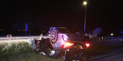 Wie durch ein Wunder wurden beim Unfall in Näfels GL die vier Autoinsassen nicht gravierend verletzt.