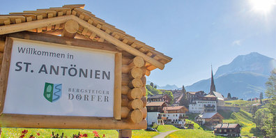 Ortseingang Bergsteigerdorf  St.Antönien.