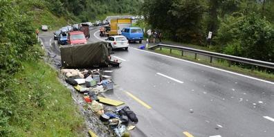 Die Bergungs- und Aufräumarbeiten nach dem Unfall gestalteten sich schwierig.