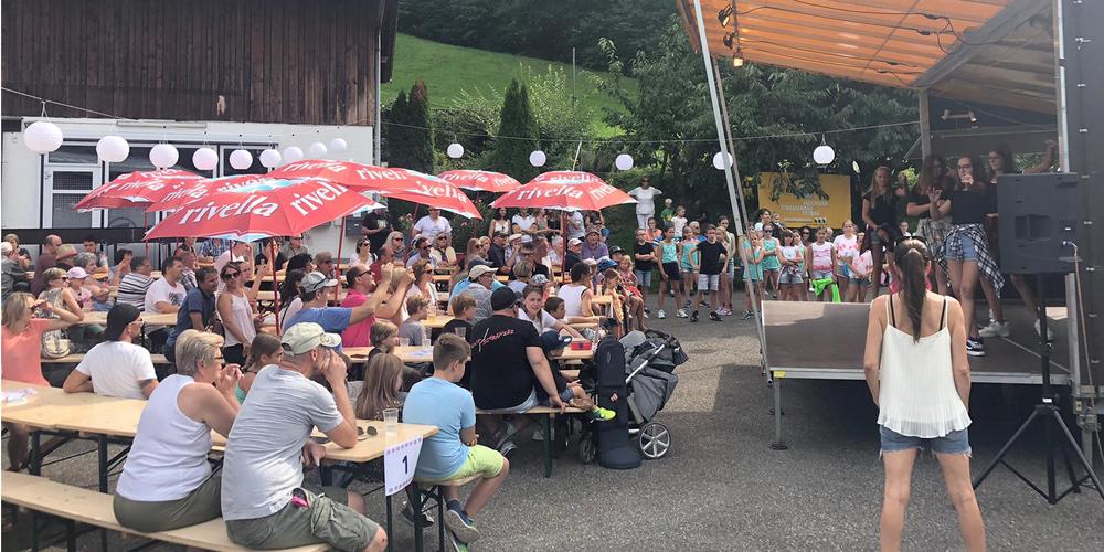 Das «The Roos Tattoo» in Wollerau ist ein Kommen und Gehen von Quartierbewohnern, «Heimweh-Rööslern» und Konzertbesuchern.