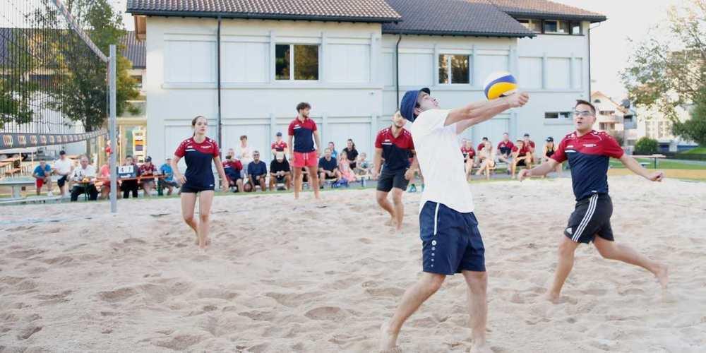 Die Rastis hatten am Beachvolleyball-Cup den besseren Start und das bessere Ende im Final gegen STV Wangen 2.