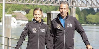 Céline Ulrich und Stephan Mörgeli in den neuen Jacken fürs Rennen. Der Teamname «6699» steht für die Jahrgänge der beiden.