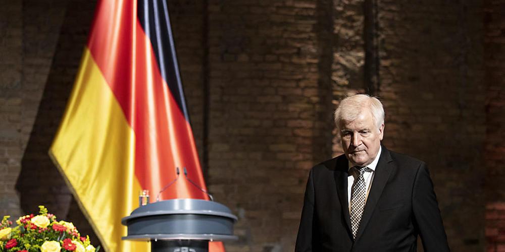 Horst Seehofer, Bundesminister für Inneres, Heimat und Bau, spricht zum offiziellem Gedenken der Bundesregierung an die Opfer von Flucht und Vertreibung. 2014 beschloss die Bundesregierung, einen bundesweiten Gedenktag für die Opfer von Flucht und...