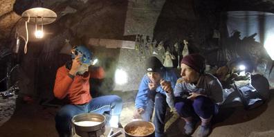 """Der 360-Grad-Dokfilm """"Caves"""" über eine Nidwaldner Höhlenforscherin feiert in Venedig Weltpremiere."""