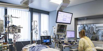 Die Behandlung von Covid-Patienten ist für die Spitäler nicht kostendeckend. Die Spitäler im Kanton Zürich sollen deshalb erneut Geld vom Kanton erhalten. (Symbolbild)