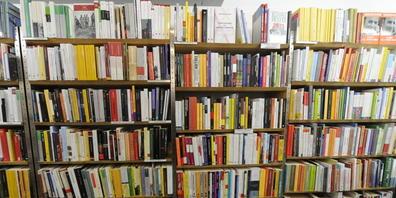 Bücher von schweizerischen Autorinnen und Autoren und aus Schweizer Verlagen sollen Leserinnen und Leser finden. Dafür spannt die schweizerische Buchbranche nun sprachübergreifend zusammen: Das Projekt Liber bietet Büchergutscheine und unterstützt...