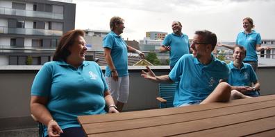 Das KIno am See (es fehlt Sabrina Bösch): Renate Hess (Food), Gaby Gygax (Bankett), OK-Präsident Dominic Keller (Bau), vorne Ivo Schnyder (Film/Sicherheit), Alexander Kälin (Festwirtschaft) und Karin Mauchle (Finanzen)(von links).