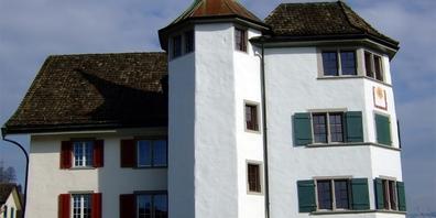 Die Büros der Ortsgemeinde Schmerikon befinden sich im markanten Haus Hirzen.