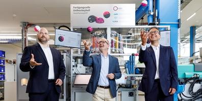 OST-Rektor Daniel Seelhofer, Regierungsrat Stefan Kölliker und Professor Roman Hänggi, Leiter Smart Factory@OST, bei deren Eröffnung.