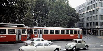 Die Forchbahn im Oktober 1969 in Stadelhofen: Nach 60 Jahren ist ein Bahn-Lebenszyklus vorbei - jetzt stehen wieder grosse Investitionen an.