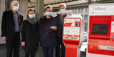Wer am Bahnhof keine Maske zur Hand hat, dem kann ab sofort ein Verkaufsautomat helfen.