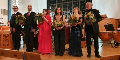 V. l. Jürg Dürrmüller (Tenor),  Flurin Caduff (Bass), Iris Eggler (Sopran) Astrid Pfarrer (Alt,) Hannah Beutler (Sopran) und  Karl Paller (Gesamtleitung ).
