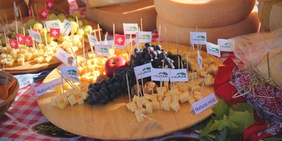 Präsentation der Chäsleibe von den Flumserberger Alpsenten bei der «Sennästube», mit Degustiermöglichkeit.
