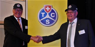 Präsident Heinz Jucker (links) verabschiedet Herbert Hänni aus dem Vorstand.