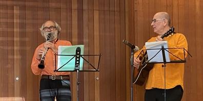 Domenic Janett (links) und Robert Grossmann bei ihrem Auftritt in Oberuzwil.