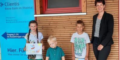 v.l.n.r.: Sanna Gächter, Remo Popp, Matteo Kobler, Christine Hämmerle (Kundenberaterin Clientis Biene Bank im Rheintal)