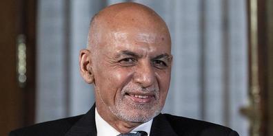 ARCHIV - Der afghanische Präsident Ashraf Ghani sitzt vor Medienvertretern. Angesichts des Vorrückens der Taliban soll nach einem Beschluss von Präsident Ghani in 31 der 34 Provinzen des Landes eine nächtliche Ausgangssperre verhängt werden. Foto:...