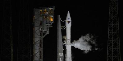 Dieses von der NASA zur Verfügung gestellte Foto zeigt eine Atlas-V-Rakete der United Launch Alliance mit der Raumsonde Lucy an Bord auf dem Space Launch Complex 41 auf dem Weltraumbahnhof Cape Canaveral in Florida.revolutionieren. Foto: Bill Inga...
