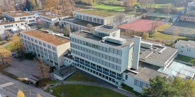 Am BBZ in Pfäffikon gibt es Kritik an der Art der Durchführung von Abschlussfeiern und am Verbot von Klassenausflügen.