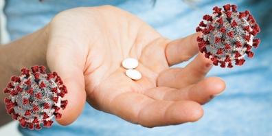 Pillen gegen Covid-19 könnten schon vor Weihnachten erhältlich sein und die Spital-Eintritte verringern.