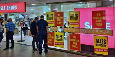 Die Filiale in Uznach bleibt trotz anders lautendem Text bestehen. Es handle sich um ein Missverständnis, darum wurden die falschen Plakate aufgehängt.